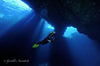 Croatia Diving: Divers enter Blue Hole